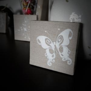 Papillon blanc sur toile